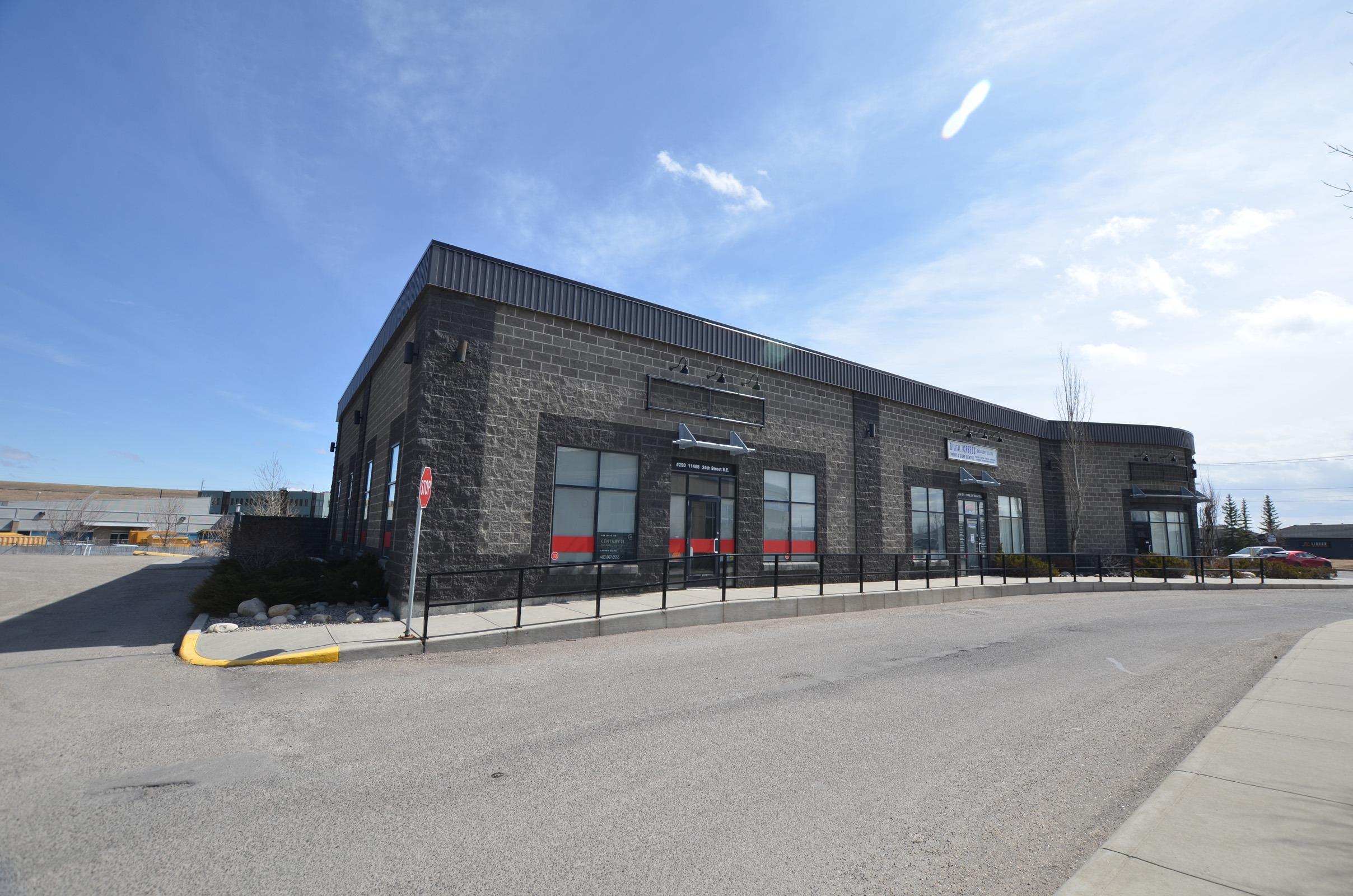 250 Douglasglen Retail Centre